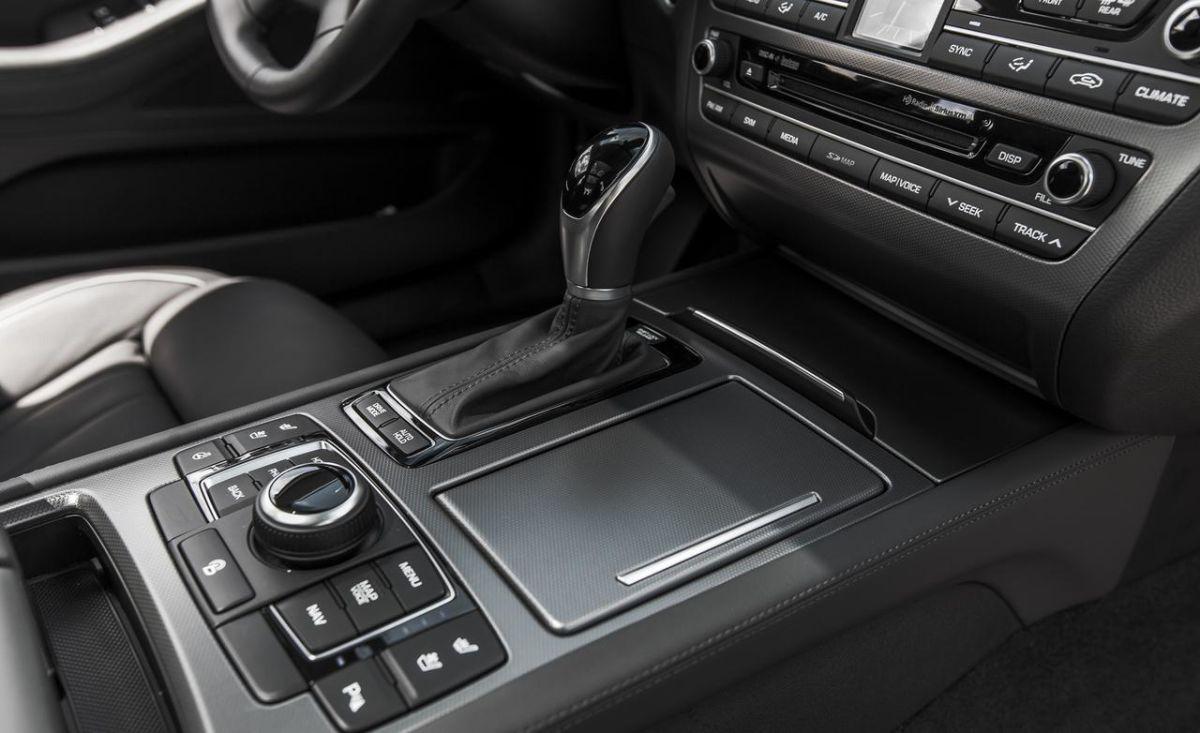2015-hyundai-genesis-38-htrac-sedan-interior-photo-612547-s-1280x782_mw3kud